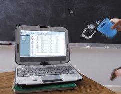 Intel Classmate PC - влагозащищенные клавиатура и монитор