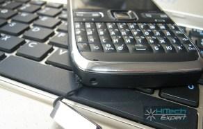 Nokia E72: нижний торец с разъемами