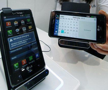 LG WCD-800 - беспроводная зарядка для смартфонов