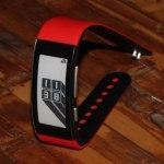 Sony SmartBand SWR-30: «умный» браслет с E-Ink-дисплеем и съемными ремешками