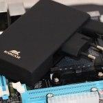 RivaCase RIVAPOWER VA4749 – мобильная батарея со встроенным зарядным устройством и вилкой для автомобильного прикуривателя