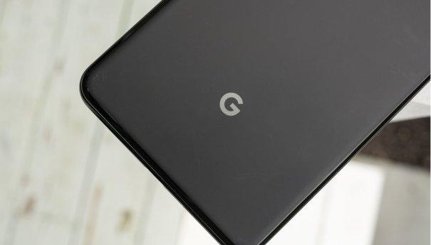 Google готовит Pixel 3 Lite, смарт-часы и умные колонки