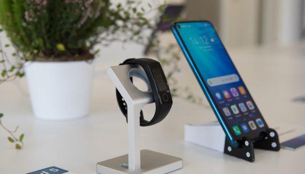 Honor Band 5 имеет AMOLED Full Color дисплей и сенсор уровня кислорода в крови