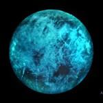 Европа постоянно светит под действием радиации с Юпитера