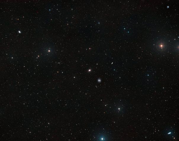 небо вокруг галактики NGC 1052-DF4
