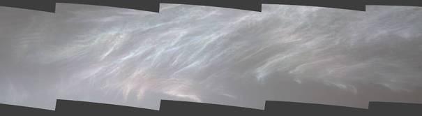 Марсоход НАСА Curiosity заметил эти перламутровые облака 5 марта 2021 года.