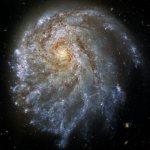 Хаббл зафиксировал однобокую галактику NGC 2276