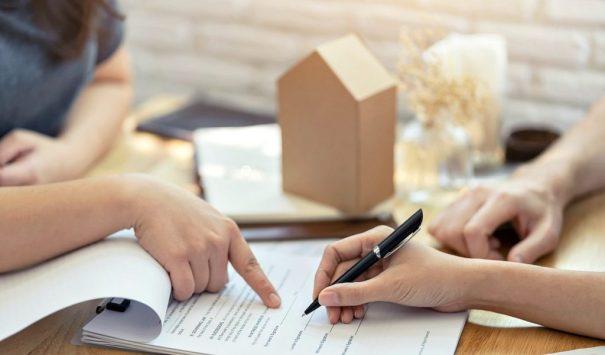 Что нужно учитывать при покупке гостинок и квартир