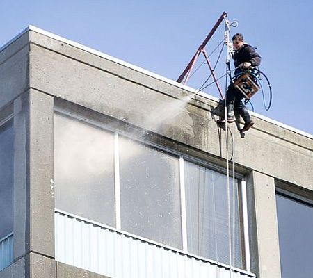 Window Washer's Deadly Fall Due to Heroin Abuse?