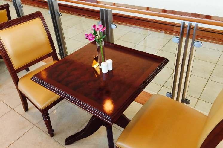 Emirates lounge BNE dining room