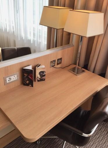 Ren desk
