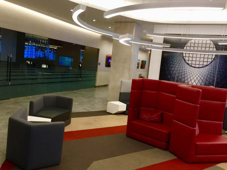 AA-Flagship-Lounge-entry-seating-round-world-trip
