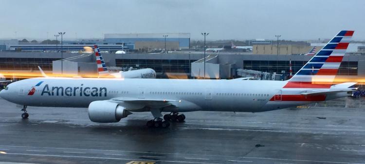 AA-Flagship-Lounge-plane-spotting-round-world-trip