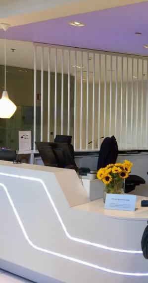 Finnair-Premium-Lounge-reception-round.world-trip