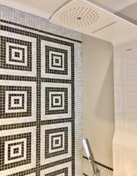 Juliana-Hotel-Paris-bathroom-rain-shower-round-world-trip