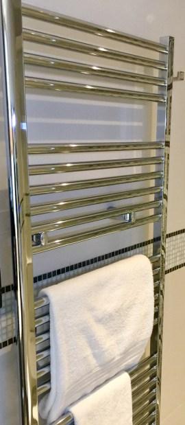 Juliana-Hotel-Paris-bathroom-towel-warmer-round-world-trip