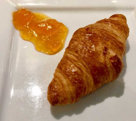 Sheltair-Lounge-ParisCDG-when-in-Paris-croissant-round-world-trip