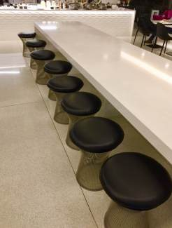 Air-New-Zealand-Lounge-Brisbane-long-table-seating