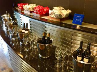 BA-First-Lounge-Heathrow-self-serve-bar