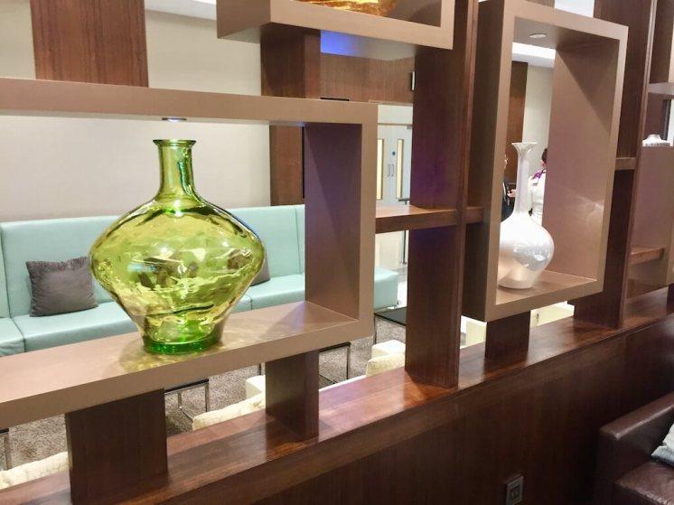Etihad-Business-Class-Abu-Dhabi-arrivals-Lounge-view2