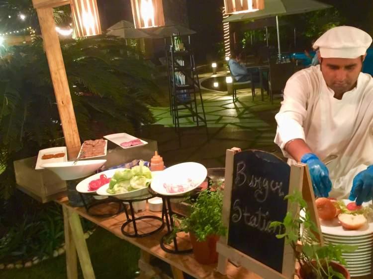 Hyatt-Regency-Hotel-Mumbai-backyard-bbq-burger-station