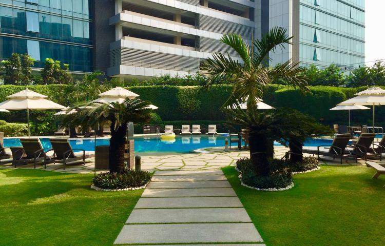 Hyatt-Regency-Hotel-Mumbai-pool-garden-view