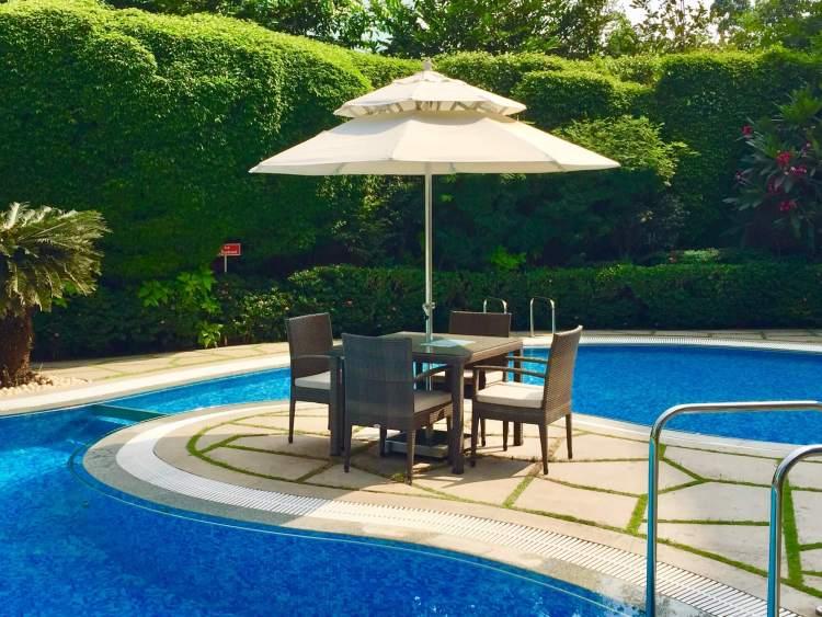 Hyatt-Regency-Hotel-Mumbai-poolside-tables