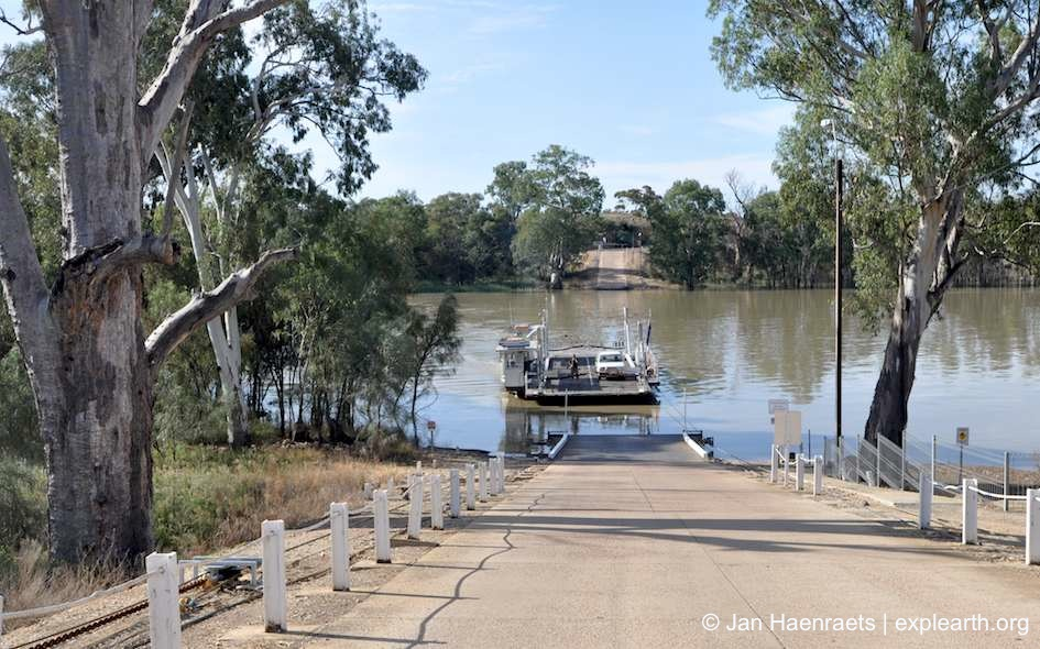 Ferry across the Murray River in Cadell (Photo: Jan Haenraets, 2012).