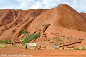 Uluru, Australia (Photo: Jan Haenraets, 2012).
