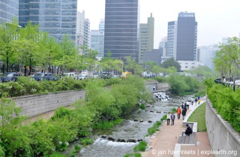 Seoul Cheonggyecheon_J Haenraets 2013