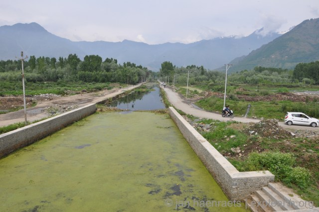 Ongoing widening of the Shalimar canal in 2015, with the soft edges being removed and replaced by concrete-stone engineered walls. With roads along the canal and Chinar plantations along parts of the canal being lost. The authenticity and integrity of this historic feature will be irreversibly damaged if these action swill not halt (Photo: Jan Haenraets, 2015).