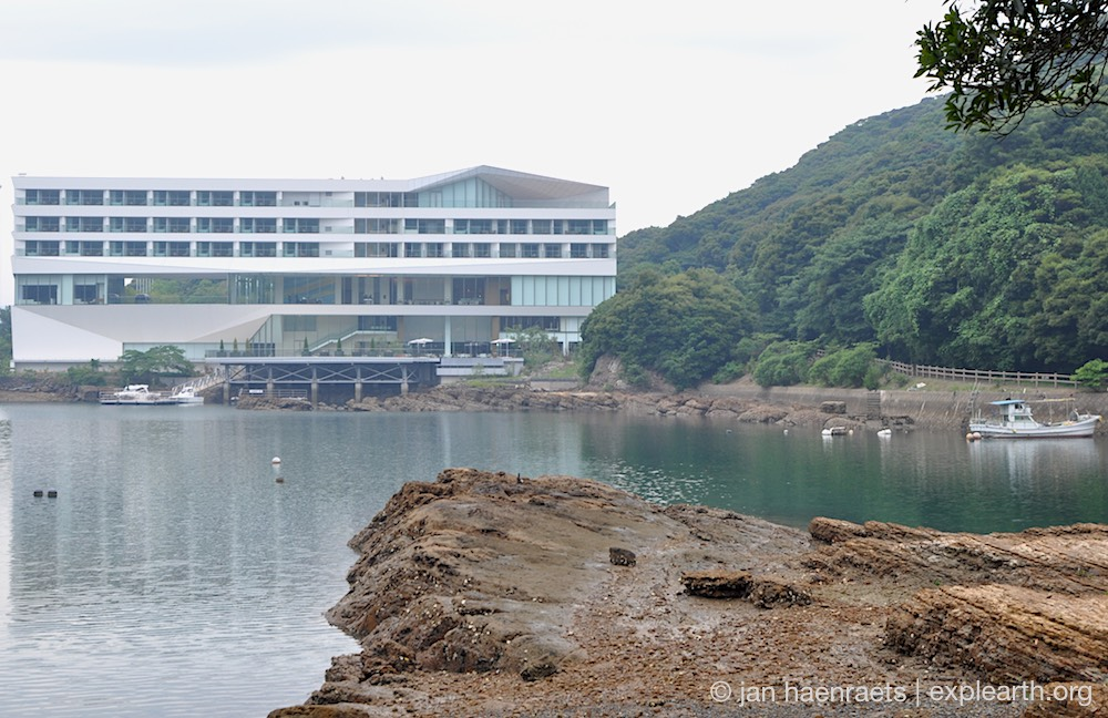 Lines on the Shore: Olive Bay Hotel on Oshima Island, Japan