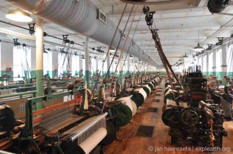 The Bootts Cotton Mills Museum with looms in the Weave Room that were recovered from another mill, not in Lowell (Source: Jan Haenraets).