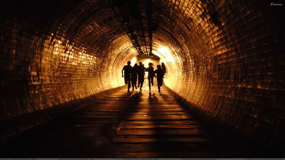 28 Weeks Later - Running In Tunnel