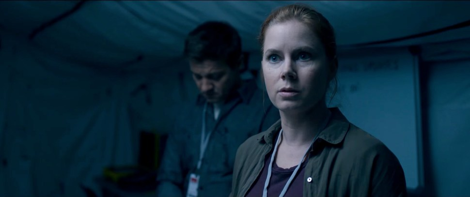 arrival-trailer-amy-adams-021
