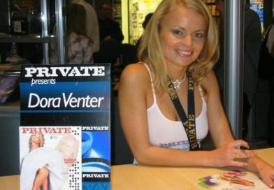 Explicit Icon Showcsae Dora Venter