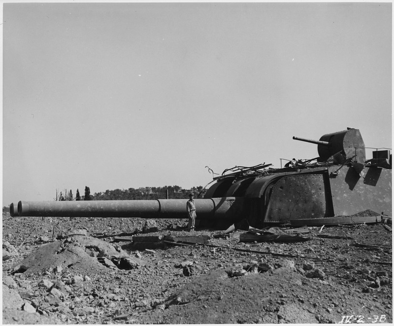WWII,_Europe,_Near_Toulon,_France,__Weapons_&_Fortificcations_-_Long_Range_Naval_Gun__-_NARA_-_195329.tif