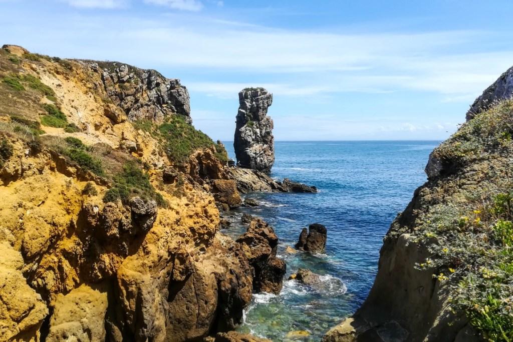 Formações rochosas na Papoa, em Peniche