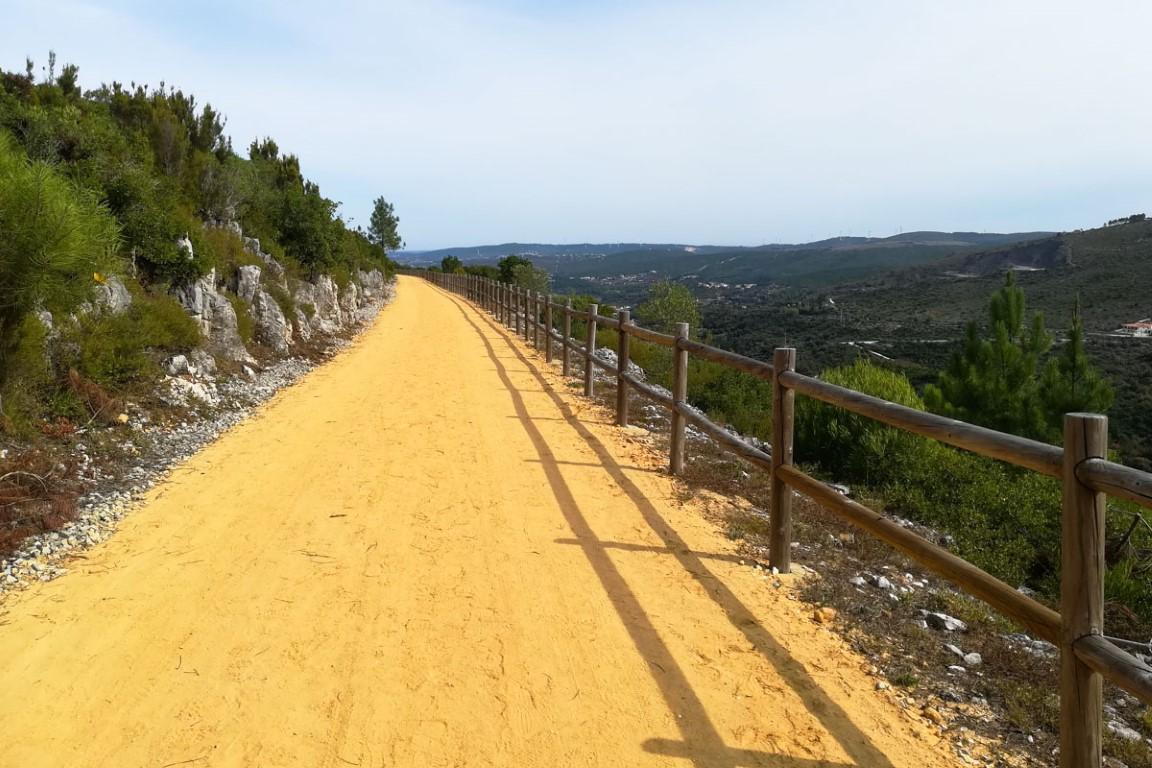 Vistas pata as serras ao longo da Ecopista de Porto de Mós