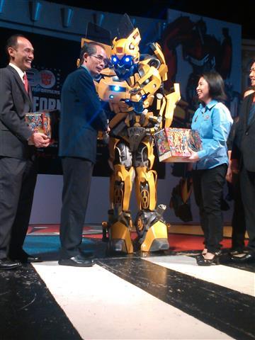 BumbleBee turut menemani dalam majlis pra perasmian TRANSFORMERS EXPO 2014