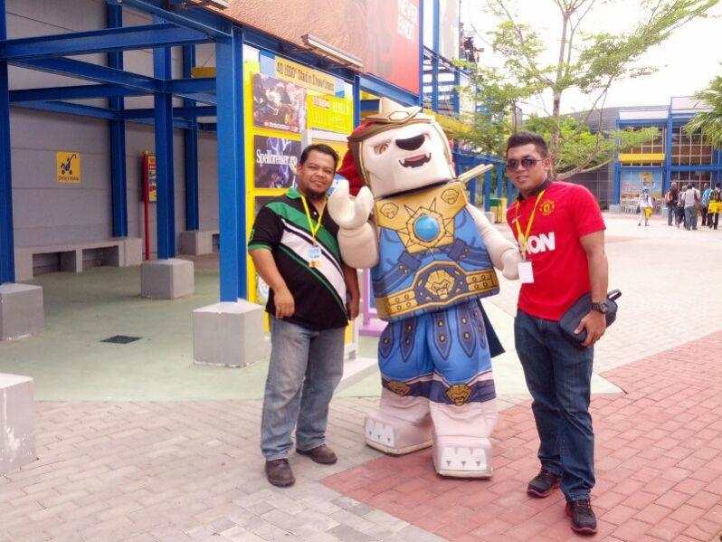 bersama maskot The Legend of Chima