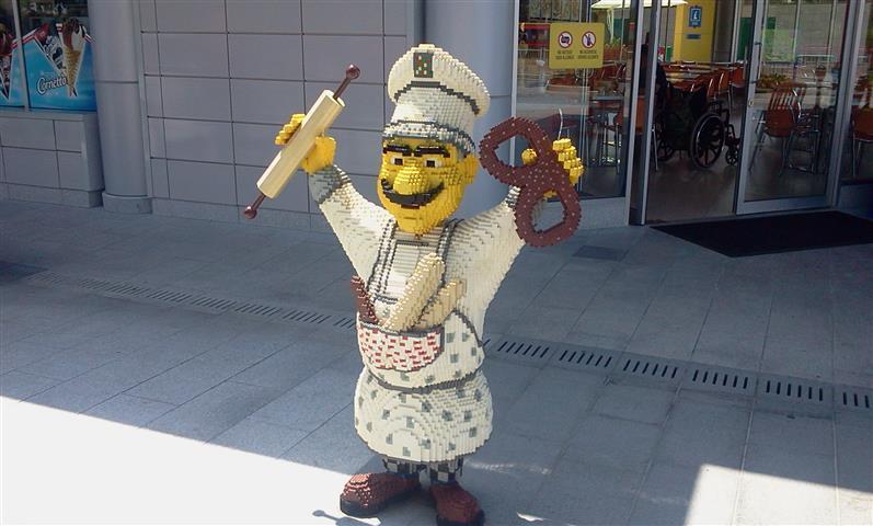 gambar patung lego