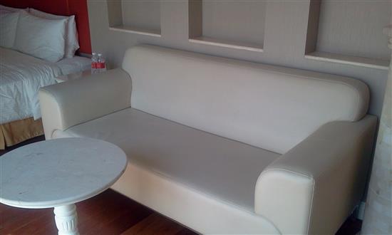 Sofa dalam bilik