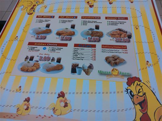 meja makan yang dialaskan dengan menu