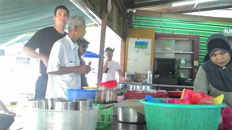 pelancong di nasi lemak antarabangsa