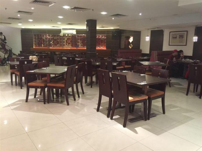 Ruangan yang agak luas. Mampu memuatkan 200 pelanggan dalam satu masa