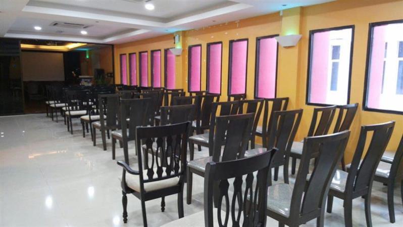 susunan kerusi tanpa meja - sesuai untuk seminar dan sebagainya