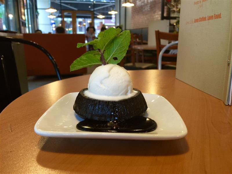 pretz-n-beanz-volcano-chocolate-cake-with-ice-cream