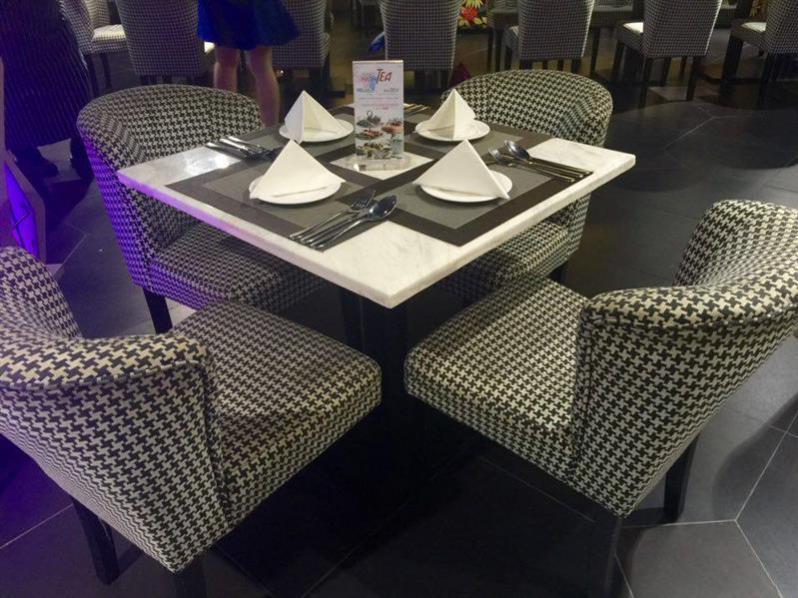 retro-cafe-viva-hotel-meja-makan