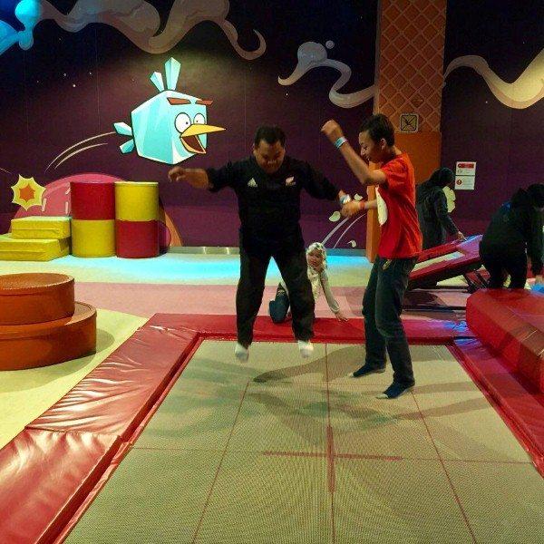 trampoline, antara permainan yang ada kat dalam Angry Birds Activity Park JB